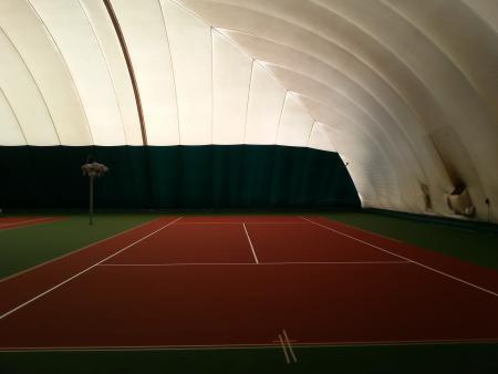 Безопасные и многофункциональные корты в Киеве от клуба «Tennis Stars»